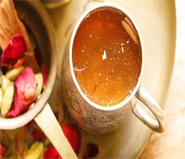 घर पर आसानी से बनाकर लें कश्मीरी कहवा का मज़ा