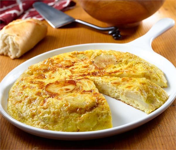 Omelette Twist: इस बार बनाकर खाएं फ्रेंच पोटैटो ऑमलेट