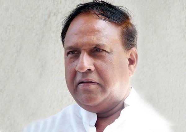 politics heats up on shekhawat s statement against vijayvargiya