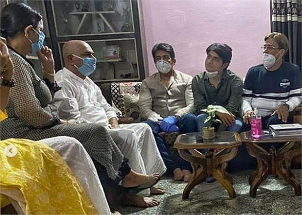 सुशांत के पिता से मिले शेखर सुमन, कहा- वह सदमे में हैं