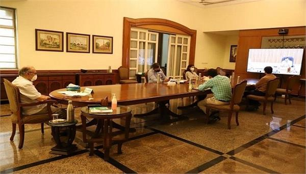 cm kejriwal and lg take meeting on corona with specialist