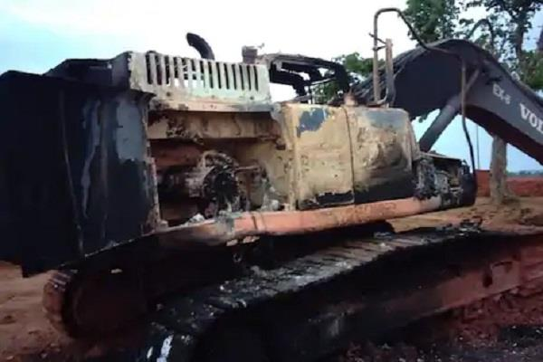 naxalites rising in jharkhand 11 vehicles set on fire