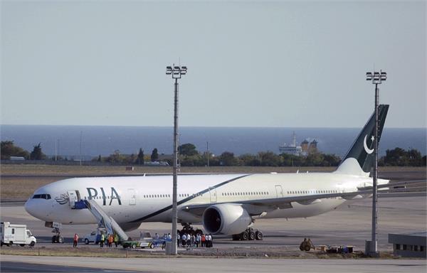 fake licence case international airlines ground pakistani pilots