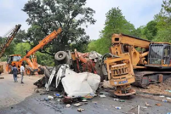 3 killed 5 seriously injured in a fierce collision