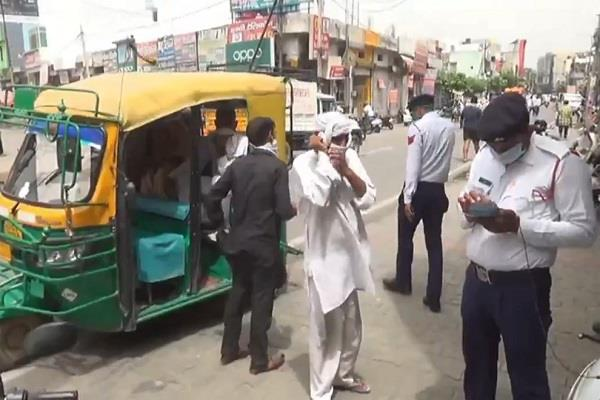 strict on lockdown breakers police challans 670 drivers