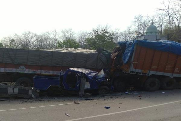 several vehicles collided on nh 7 three killed and four injured