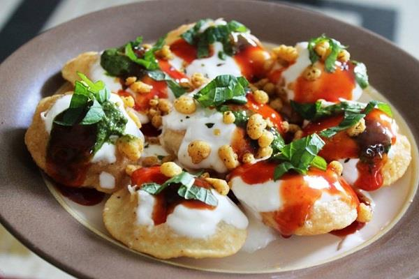 chatra 35 people suffered heavy golgappa and chaat food hospitalized