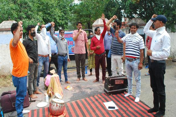 artists demand relief package