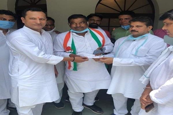 a shock to bjp ajab singh kushwaha joins congress