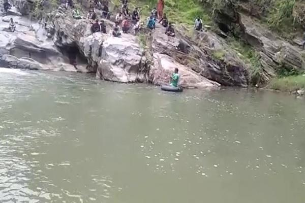 even after 48 hours there was no clue of the youth immersed in the ravine