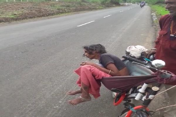 a 76 year old elderly man walks away on his bicycle to a house 80 km away