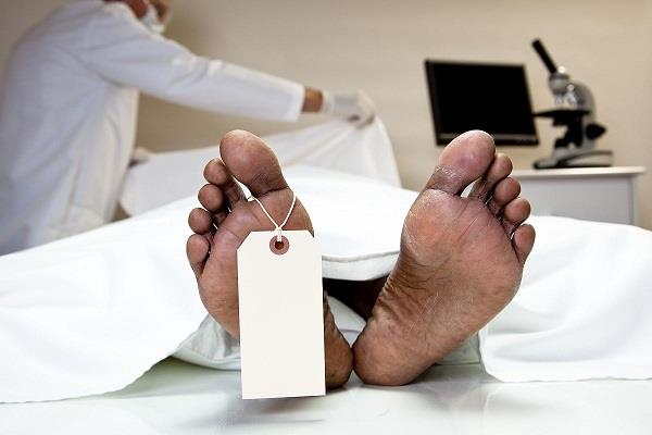the body of covid 19 patient handed over to another family