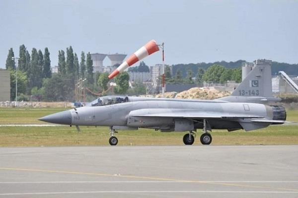 amid tensions with china pakistan deploys jf 17 fighter jet near ladakh