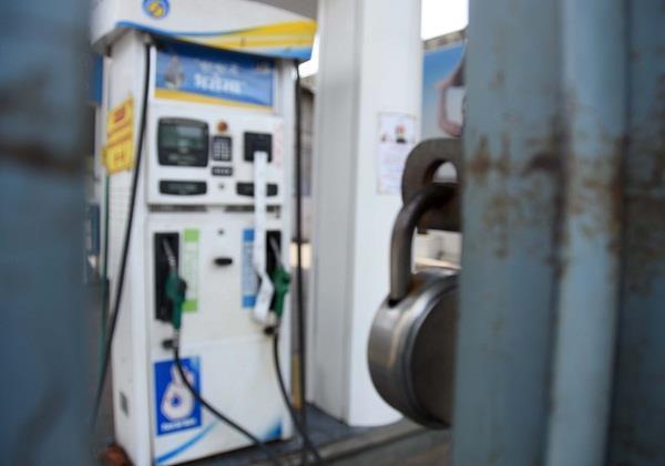 petroleum traders strike