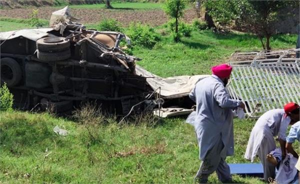 last rites of 21 sikhs killed in accident performed in pakistan