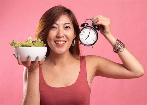 वजन घटाने में बेहद फायदेमंद है Intermittent Fasting डाइट लेकिन नियम जानना बहुत जरूरी