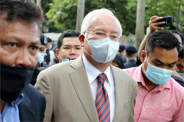 former malaysian pm najib reached court in bribery case