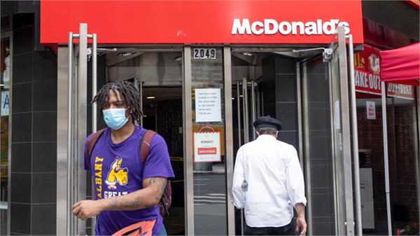 mcdonald s to require face masks in us restaurants