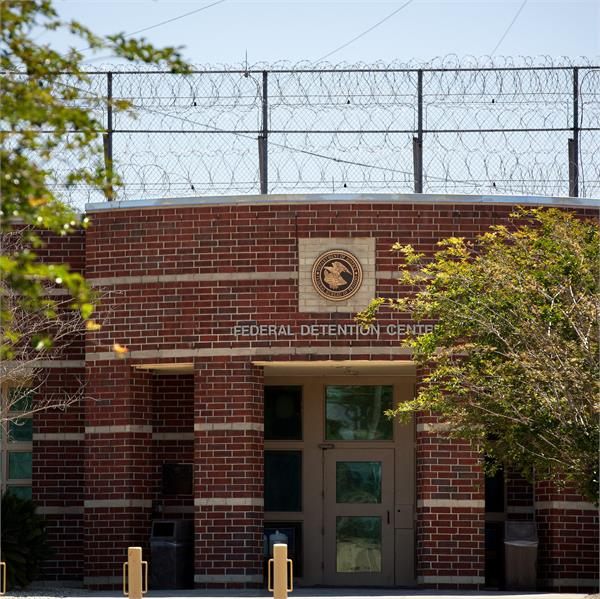 over 500 inmates test positive for corona at texas federal prison
