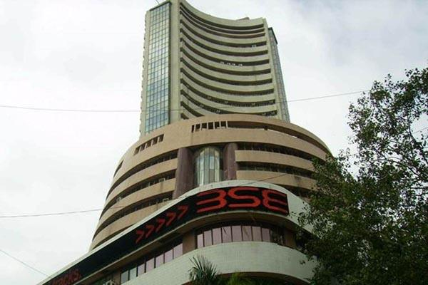market rises by more than 400 points reliance share price at record high