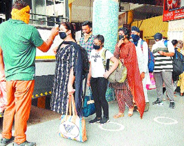2 28 lakh collection to 117 buses with fare hike