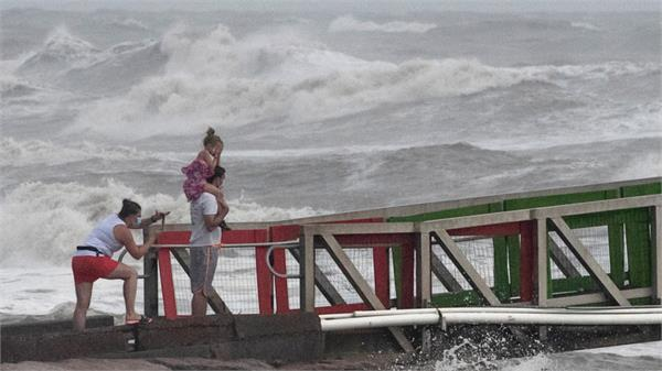 hannah storm reaches texas heavy rains cause havoc