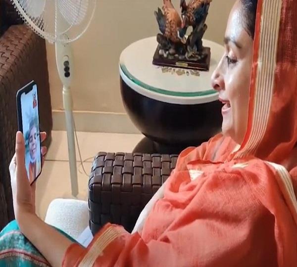 harsimrat kaur badal congratulated student jaspreet kaur on phone