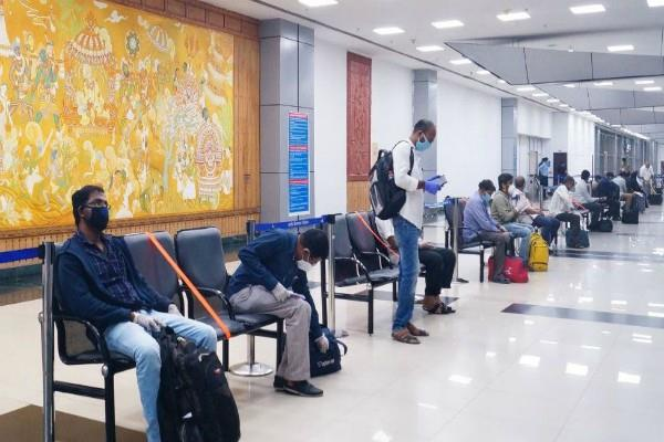 10 year old children stranded in india can not travel to uae alone