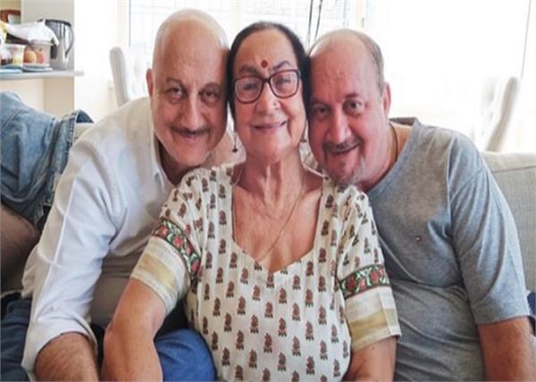 अनुपम खेर ने दी परिवार की हेल्थ अपडेट, बोले- मां को नहीं पता वे कोरोना पाॅजिटिव हैं
