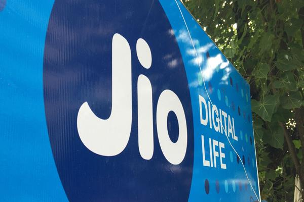 16 lakh customers of jio increase airtel vodafone idea reduced by 10 million