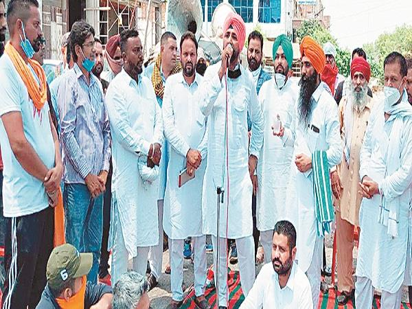 congress leaders open front against jagbir brar