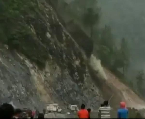 landslide on badrinath national highway