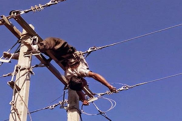 lineman dies while fixing the fault in jaunpur