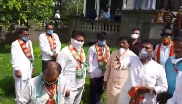 100 activists join bjp in presence of minister tulsi silavat