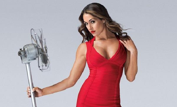 रेड ड्रेस में दिखा 'गोल्ड' WWE स्टार ...
