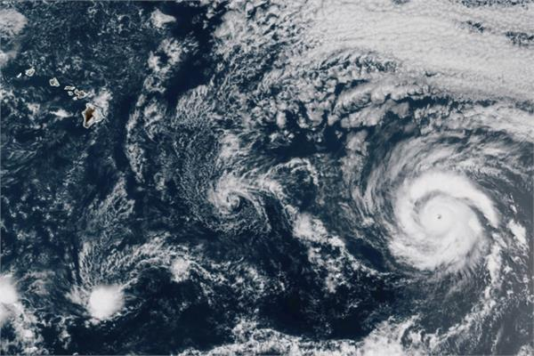 hurricane douglas hawaii prepares for high winds rain and storm surge