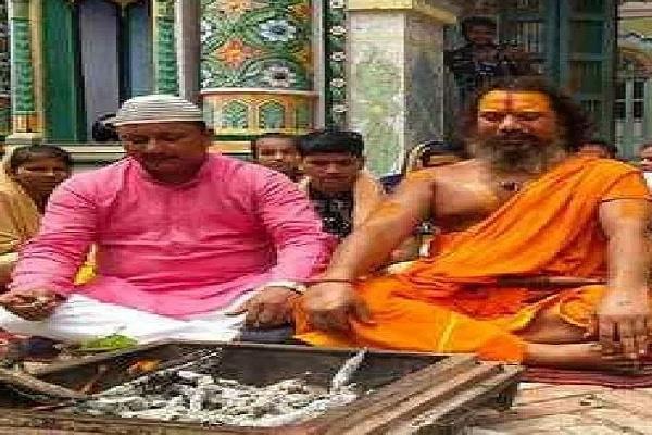 ayodhya a prolific ram temple supporter bablu khan recites hanuman chalisa