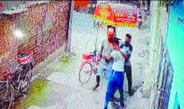robbers snatched cash and mobile from kulfi on dacoha road