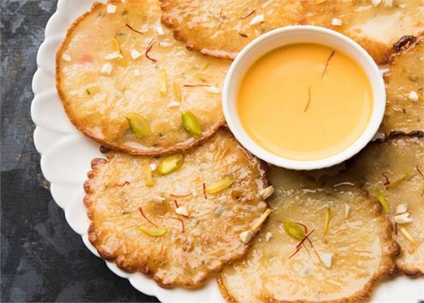 चटनी या शेक नहीं आम से बनाएं मालपुआ