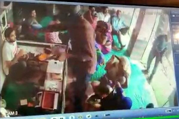 jaunpur crooks who escaped by robbing 10 lakh jewelery in film style
