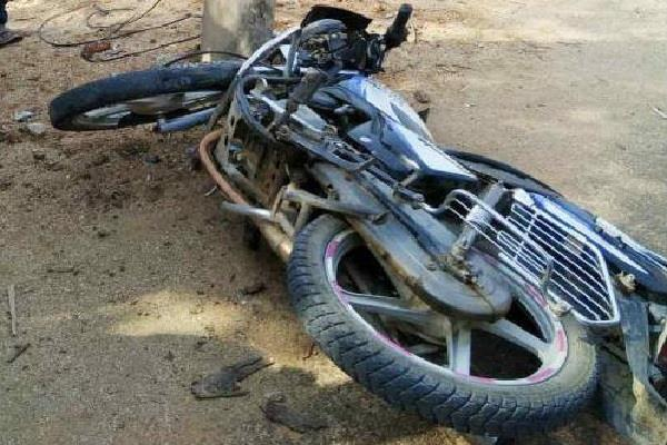 high speed havoc bike collided with pillar painful death of 2 youths