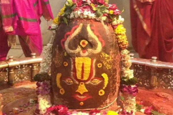 this shivling changes three colors throughout the day