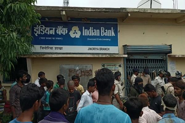 69 lakh looted from indian bank branch in aurangabad