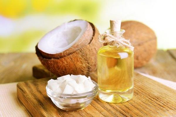 बालों के लिए बेस्ट है नारियल का तेल, इन 3 तरीकों से करें इस्तेमाल