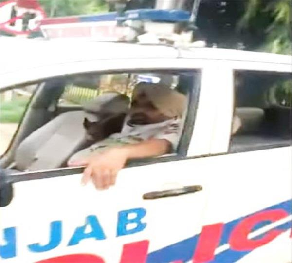 withoust mak police on road