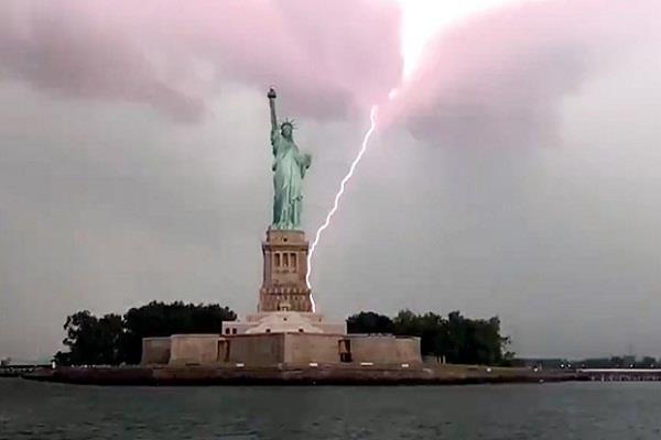 social media video viral statue of liberty