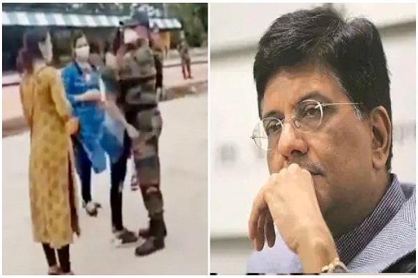 piyush goyal gets emotional seeing the soldier moving away from his family