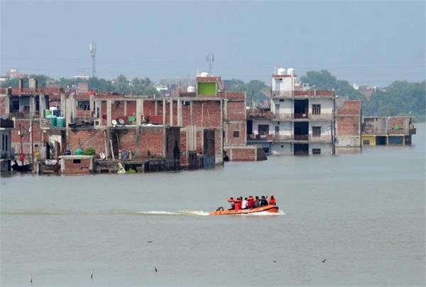 ganga yamuna water level rise in prayagraj