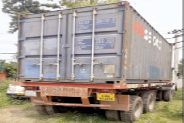 bulk of illegal liquor recovered from container 2 accused held