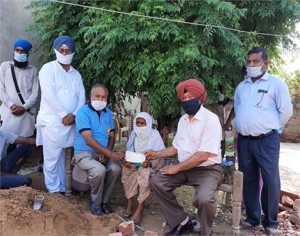 dr oberoi came forward to help mother of kargil martyr
